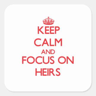 Guarde la calma y el foco en herederos calcomanía cuadrada personalizada