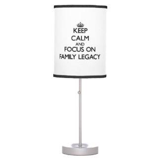 Guarde la calma y el foco en herencia de la famili lámpara de escritorio