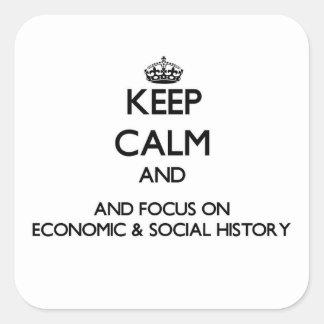 Guarde la calma y el foco en historia económica y pegatina cuadrada
