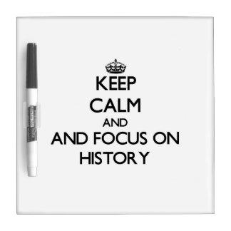 Guarde la calma y el foco en historia tablero blanco