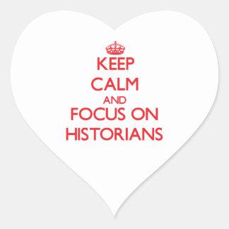 Guarde la calma y el foco en historiadores pegatina en forma de corazón