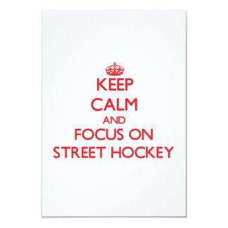 """Guarde la calma y el foco en hockey de la calle invitación 3.5"""" x 5"""""""
