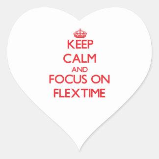 Guarde la calma y el foco en horario flexible pegatina en forma de corazón
