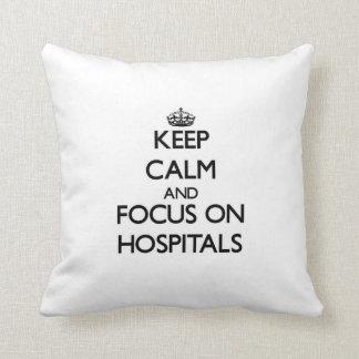 Guarde la calma y el foco en hospitales almohada