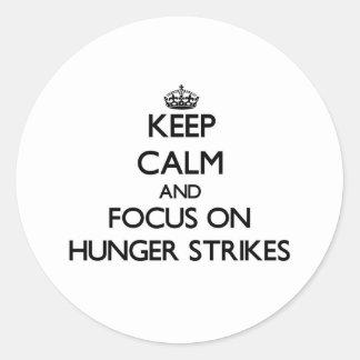 Guarde la calma y el foco en huelgas de hambre pegatinas redondas