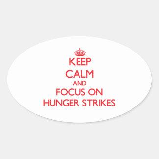 Guarde la calma y el foco en huelgas de hambre calcomania de óval