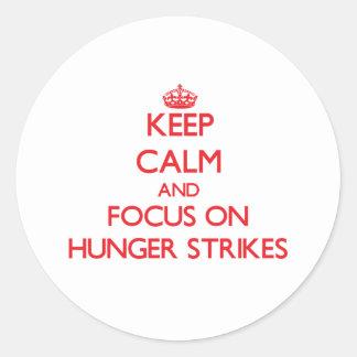 Guarde la calma y el foco en huelgas de hambre pegatina redonda