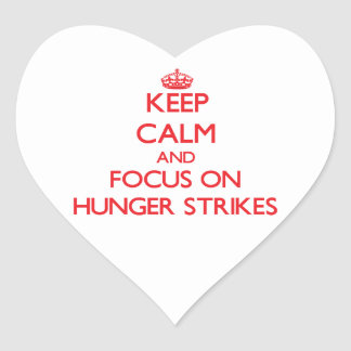 Guarde la calma y el foco en huelgas de hambre pegatina corazon