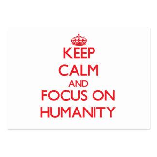 Guarde la calma y el foco en humanidad tarjetas de visita