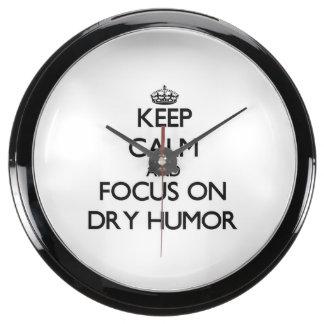 Guarde la calma y el foco en humor seco relojes aqua clock