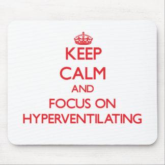 Guarde la calma y el foco en Hyperventilating Tapetes De Ratones