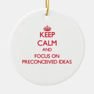 Guarde la calma y el foco en ideas preconcebida adorno de navidad