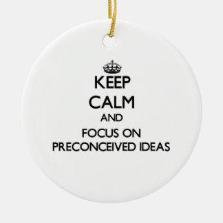 Guarde la calma y el foco en ideas preconcebida adorno de reyes