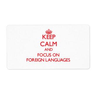 Guarde la calma y el foco en idiomas extranjeros etiquetas de envío