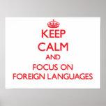 Guarde la calma y el foco en idiomas extranjeros posters