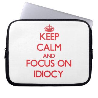 Guarde la calma y el foco en idiotez funda ordendadores
