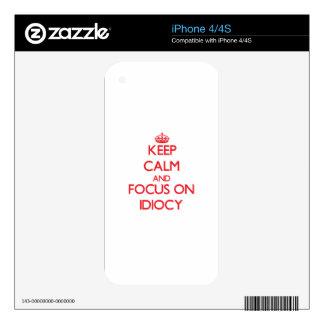 Guarde la calma y el foco en idiotez skins para eliPhone 4