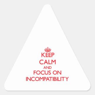 Guarde la calma y el foco en incompatibilidad pegatinas trianguloes