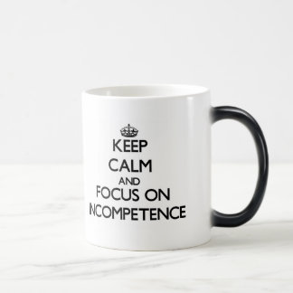 Guarde la calma y el foco en incompetencia taza de café