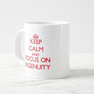 Guarde la calma y el foco en ingeniosidad tazas jumbo