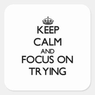 Guarde la calma y el foco en intentar pegatina cuadrada