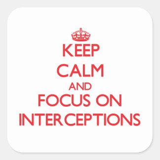 Guarde la calma y el foco en interceptaciones calcomanía cuadrada