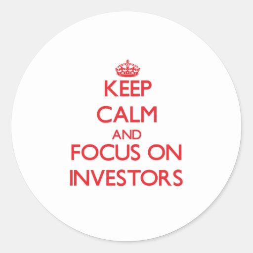 Guarde la calma y el foco en inversores etiquetas redondas