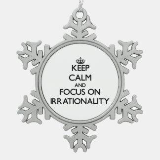 Guarde la calma y el foco en irracionalidad adorno