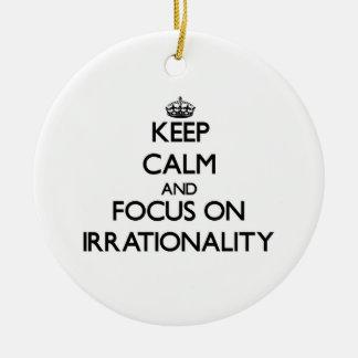 Guarde la calma y el foco en irracionalidad adorno de reyes