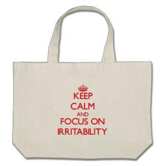 Guarde la calma y el foco en irritabilidad bolsa lienzo