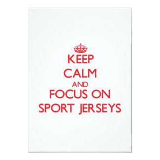 """Guarde la calma y el foco en jerseys del deporte invitación 5"""" x 7"""""""
