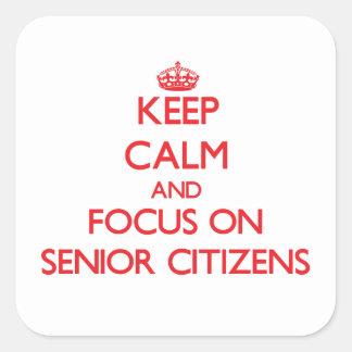 Guarde la calma y el foco en jubilados calcomania cuadradas