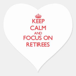 Guarde la calma y el foco en jubilados calcomania de corazon personalizadas