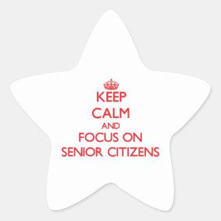 Guarde la calma y el foco en jubilados calcomanías forma de estrellaes