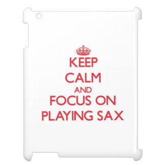 Guarde la calma y el foco en jugar el saxofón