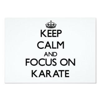 Guarde la calma y el foco en karate invitación 12,7 x 17,8 cm