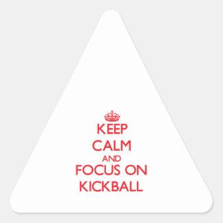 Guarde la calma y el foco en Kickball Calcomanías Triangulos Personalizadas