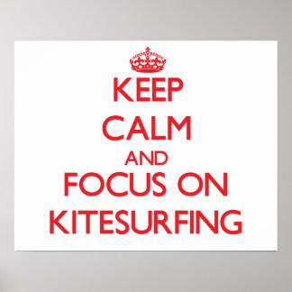Guarde la calma y el foco en Kitesurfing Poster