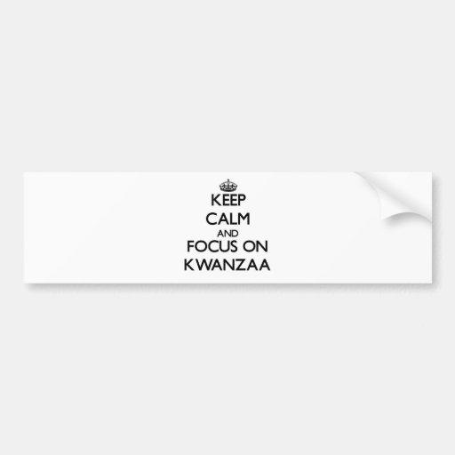 Guarde la calma y el foco en Kwanzaa Etiqueta De Parachoque
