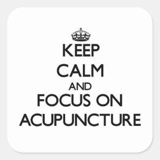 Guarde la calma y el foco en la acupuntura pegatina cuadrada