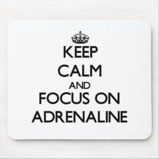 Guarde la calma y el foco en la adrenalina alfombrillas de ratón