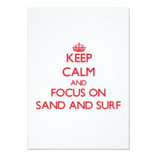 """Guarde la calma y el foco en la arena y la resaca invitación 5"""" x 7"""""""