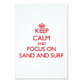 """Guarde la calma y el foco en la arena y la resaca invitación 3.5"""" x 5"""""""