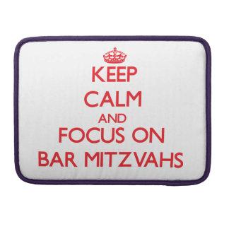 Guarde la calma y el foco en la barra Mitzvahs Fundas Para Macbook Pro