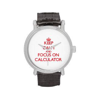 Guarde la calma y el foco en la calculadora reloj de mano