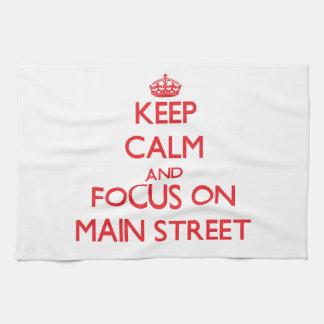 Guarde la calma y el foco en la calle principal toallas de mano