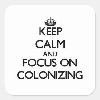 Guarde la calma y el foco en la colonización pegatina cuadrada