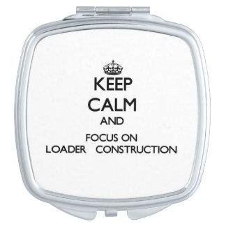 Guarde la calma y el foco en la construcción   del espejo de maquillaje