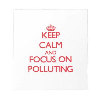 Guarde la calma y el foco en la contaminación libreta para notas