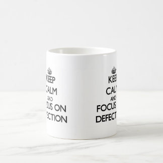 Guarde la calma y el foco en la defección taza básica blanca